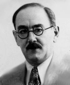 Imre Nagy (n. 6 iunie 1896, Kaposvár – d. 16 iunie 1958, Budapesta) a fost un politician comunist, maghiar, cu orientare reformatoare, prim-ministru al Ungariei între 1953-1954 și în octombrie 1956, ocazie cu care a devenit în mod neașteptat unul din eroii revoluției anticomuniste din Ungaria din 1956. A provenit dintr-o familie săracă de țărani calviniști. Tatăl său a fost îngrijitor la poștă, având absolvite 8 clase de școală generală. foto: en.wikipedia.org