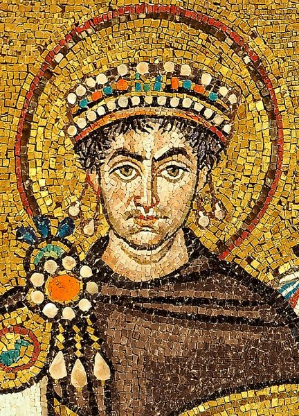 "Iustinian I, zis ""cel Mare"", (Flavius Petrus Sabbatius Justinianus) a fost împărat bizantin în perioada (527 - 565) - in imagine, Justinian, Emperor of the Byzantine Empire (Detail of a contemporary portrait mosaic in the Basilica of San Vitale, Ravenna.) - foto: en.wikipedia.org"