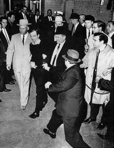 Jack Leon Ruby (născut Jack Leon Rubenstein, n. 25 martie 1911[1] – 3 ianuarie 1967), proprietar de cluburi de noapte din orașul Dallas, Texas, SUA. El a fost găsit vinovat și a fost condamnat la moarte pentru uciderea, la 24 noiembrie 1963, a lui Lee Harvey Oswald - foto (Ruby about to shoot Oswald who is being escorted by Dallas police detectives Jim Leavelle and L. C. Graves): en.wikipedia.org