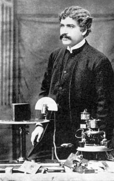 Sir Jagadish Chandra Bose (n. 30 noiembrie 1858 - d. 23 noiembrie 1937), savant englez care s-a manifestat într-o multitudine de domenii: fizică, biologie, botanică, arheologie - foto (Jagadish Chandra Bose la Royal Institution, Londra): ro.wikipedia.org