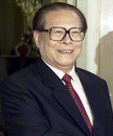 Jiang Zemin (n. 17 august 1926), politician chinez, Secretar General al Partidului Comunist Chinez din 1989 până în 2002 și Președinte al Republicii Populare Chineze din 1993 până în 2003 - foto: ro.wikipedia.org