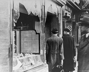 Kristallnacht - Noaptea de cristal (9 - 13 noiembrie 1938) - parte din Holocaust (În dimineaţa următoare) - foto preluat de pe ro.wikipedia.org