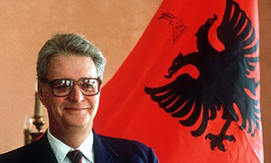 Leka, Crown Prince of Albania (also known as King Leka I; 5 April 1939 – 30 November 2011), was the only son of King Zog I of the Albanians and his queen consort, born Countess Géraldine Apponyi de Nagyappony. He was called Crown Prince Skander at birth. Leka was pretender to the Albanian throne and was referred to as King Leka I by Albanian monarchists and some members of the media - foto: cersipamantromanesc.wordpress.com