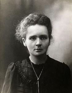 Marie Curie, născută Maria Salomea Skłodowska (n. 7 noiembrie 1867, Varșovia; d. 4 iulie 1934, Sancellemoz, Franța) a fost o savantă poloneză stabilită în Franța, dublu laureată a Premiului Nobel. A fost singurul savant care a primit două premii Nobel în două domenii științifice diferite (fizică și chimie). A introdus în fizică termenul de radioactivitate. Este cunoscută pentru cercetările sale în domeniul elementelor radioactive, al radioactivității naturale și al aplicațiilor acestora în medicină. A fost soția unui laureat al Premiului Nobel, fizicianul Pierre Curie, și mama unei laureate a Premiului Nobel (Irène Joliot-Curie). Cu excepția fiicei sale Ève Curie (scriitoare), toți descendenții săi vor urma cariere științifice. Publicația Time a considerat-o una dintre cele mai influente savante ale secolului al XX-lea - foto: ro.wikipedia.org
