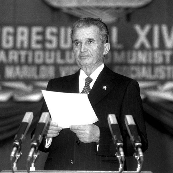Nicolae Ceaușescu (n. 26 ianuarie 1918, Scornicești, România – d. 25 decembrie 1989, Târgoviște, România) a fost un om politic comunist român, secretar general al Partidului Comunist Român, șeful de stat al Republicii Socialiste România din 1967 până la căderea regimului comunist, survenită în 22 decembrie 1989 - foto: ro.pinterest.com