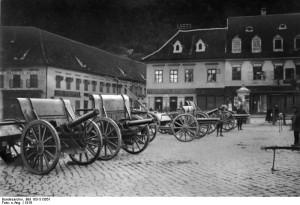 Piese de artilerie capturate de la armata română, staţionate în Piaţa Sfatului de la Braşov, 1916 - foto: istorie-pe-scurt.ro