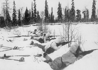 Războiul sovieto-finlandez 1939-1940 (Războiul de Iarnă) - Trupe finlandeze pe schiuri în nordul Finlandei, ianuarie 1940 - foto: ro.wikipedia.org