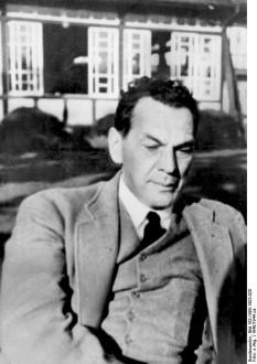 """Richard Sorge (în limba rusă Рихард Зорге) (4 octombrie 1895 - 7 noiembrie 1944) a fost un revoluționar, jurnalist care a lucrat în Germania și Japonia și spion al Uniunii Sovietice în Japonia înaintea și în timpul celui de-al doilea război mondial. Numele de cod dat în cadrul NKVD a fost """"Ramsay."""" - foto (Richard Sorge in 1940):  en.wikipedia.org"""