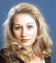 Roxana Briban (n. 28 octombrie 1971, București - d. 20 noiembrie 2010, București), soprană română, solistă a Operei Naționale București (2000-2009) și colaboratoare a Operei de Stat din Viena (2003-2010) - foto: ro.wikipedia.org