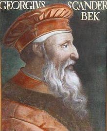 Gerge Kastrioti (Gjergj Kastrioti) (6 mai 1405 - 17 ianuarie 1468), cunoscut mai ales sub numele de Skanderbeg, este cea mai proeminentă figură a istoriei Albaniei și, totodată, eroul național al acestei țări și al poporului albanez. A condus între 1443 și 1468 lupta împotriva Imperiului Otoman, obținând victorii la Torvioll (1444), Oranik (1456), Mokra (1462), eliberând în mare parte teritoriul albanez, cu centrul în orașul Krujë - foto: en.wikipedia.org