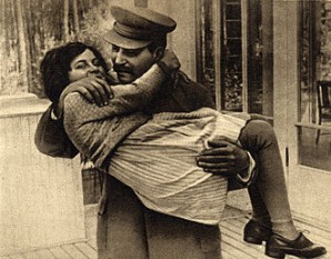 Svetlana Allilueva cu tatăl său Stalin (1935) -  foto: ro.wikipedia.org