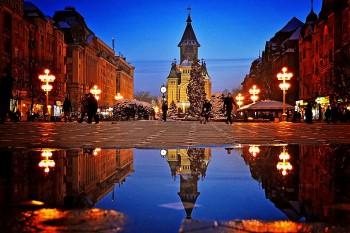 Timișoara, Piața Victoriei noaptea  - foto: ro.wikipedia.org