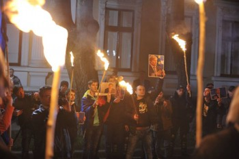 13 noiembrie 2015: Tinerii Moldovei în marș de la monumentul lui Ștefan cel Mare la reședința de stat a președintelui Nicolae Timofti - foto: infoprut.ro