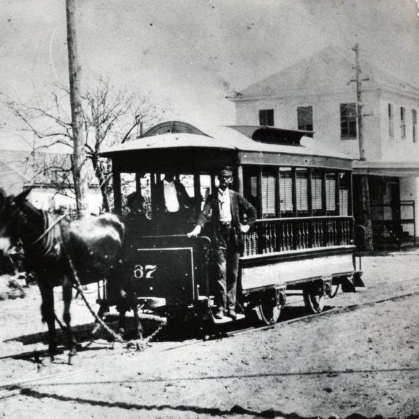 Mule-drawn streetcar, 1870s - foto: en.wikipedia.org