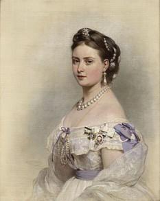 Prințesa Regală Victoria (Victoria Adelaide Maria Louisa; 21 noiembrie 1840 - 5 august 1901), primul copil al Reginei Victoria și al soțului ei Prințul Albert. A primit titlul de Prințesă Regală în 1841. Prin căsătoria cu împăratul german Frederick III a devenit împărăteasă a Prusiei. După moartea soțului ei, era cunoscută ca Împărăteasa Frederic - foto (Portret al Victoriei, de Franz Xaver Winterhalter, 1867): ro.wikipedia.org