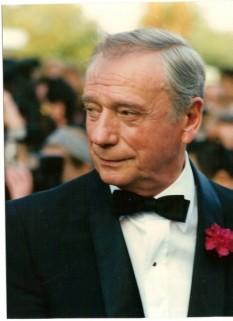"""Yves Montand (născut Ivo Livi la 13 octombrie 1921 - d. 9 noiembrie 1991). cunoscut căntăreț și actor de film francez, de origine italiană, unul din interpreții de frunte ai genului muzical """"chanson réaliste"""" francez târziu din a doua jumătate a secolului al XX-lea - foto (Montand at the 1987 Cannes Film Festiva):  en.wikipedia.org"""