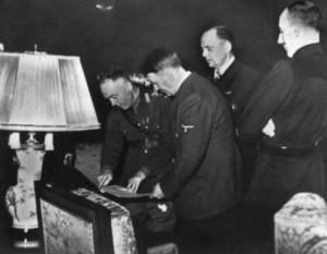 23 noiembtie 1940: Ion Antonescu, șeful statului român între 1940-1944, a semnat, la Berlin, adeziunea României la Pactul Tripartit - foto: cersipamantromanesc.wordpress.com