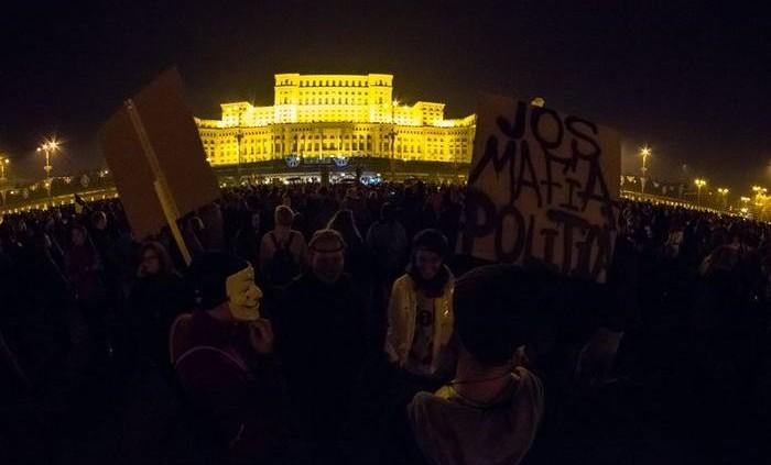 Proteste 4 noiembrie 2015; Bucuresti, Palatul Parlamentului foto: Sergiu Nicolae Brega