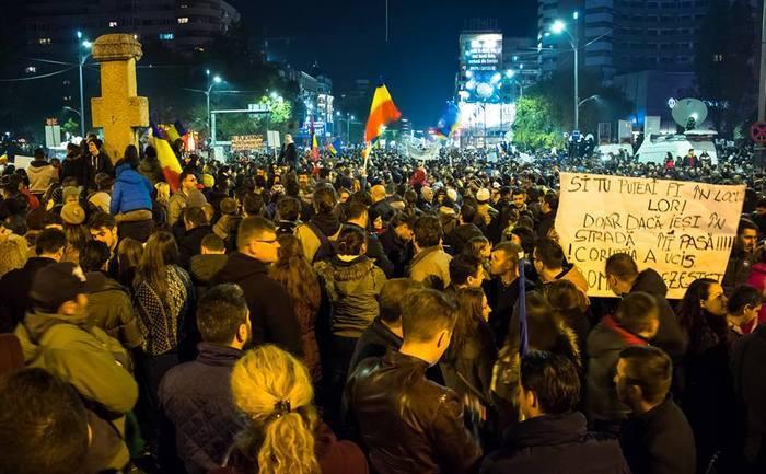 Proteste 4 noiembrie 2015; Bucuresti, Piata Universitatii foto: Dan Mihai Balanescu