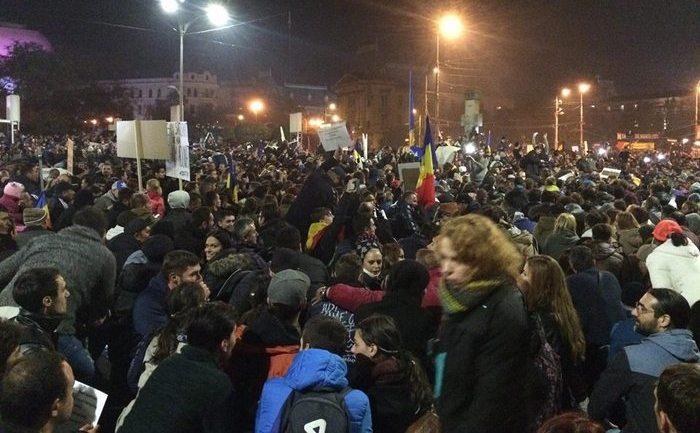 Proteste 4 noiembrie 2015; Bucuresti, Piata Universitatii foto: Andi Laslau