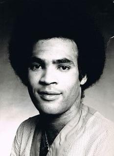 """Roberto """"Bobby"""" Alfonso Farrell (n. 6 octombrie 1949, Aruba; d. 30 decembrie 2010, Sankt Petersburg), dansator și cântăreț de muzică pop olandez, cunoscut mai mult ca membru al formației muzicale de succes a anilor 1970, Boney M - foto: discogs.com"""