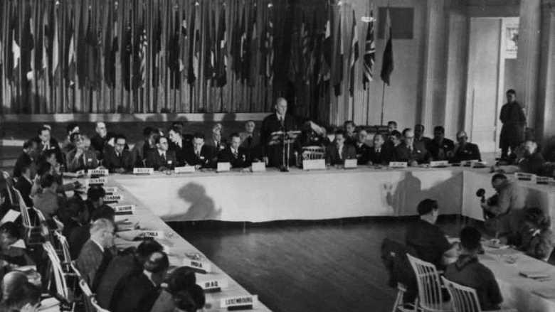 The U.S. Secretary of the Treasury, Henry Morgenthau, Jr., addresses the delegates to the Bretton Woods Monetary Conference, July 8, 1944 - foto preluat de pe worldbank.org
