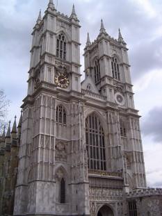 Abația Westminster ( în limba engleză Westminster Abbey) este biserica cea mai cunoscută din Londra. Construcția sa a început în secolul XI. Este mormântul majorității regilor și reginelor engleze, dar și a mai multor oameni celebri. Colțul poeților aduce onoruri scriitorilor Regatului Unit. Aproape toate încoronările monarhilor englezi au avut loc în această abație - foto: ro.wikipedia.org