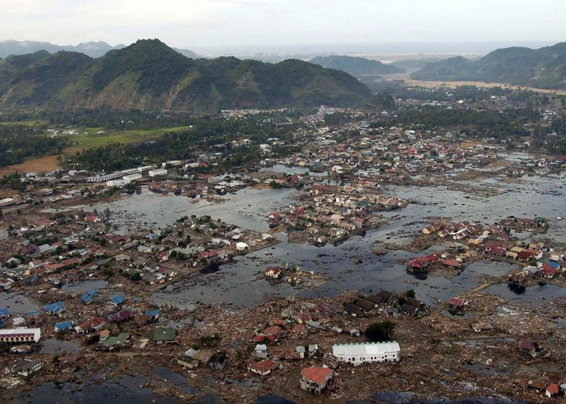 2004 Indian Ocean earthquake and tsunami - Aceh in Indonesia, the most devastated region struck by the tsunami - foto preluat de pe en.wikipedia.org