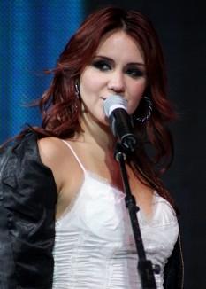 Dulce María (n. Dulce María Espinosa Saviñón, 6 decembrie, 1985) este o cântăreață, actriță și compozitoare mexicană - foto:  ro.wikipedia.org