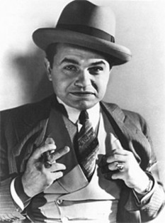 Edward G. Robinson (pseudonimul lui Emanuel Goldenberg, n. 12 decembrie 1893, București - d. 25 ianuarie 1973, Hollywood, California), actor american de origine român evreu - in imagine, Edward G. Robinson în 1931 - foto: ro.wikipedia.org