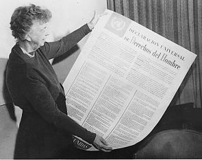 Anna Eleanor Roosevelt (n. 11 octombrie 1884 - d. 7 noiembrie 1962) a fost Prima Doamnă a Statelor Unite ale Americii, soția Președintelui Statelor Unite ale Americii Franklin Delano Roosevelt, diplomată și activistă pentru drepturile omului, una dintre femeile cele mai influente ale secolului al XX-lea - foto (Eleanor Roosevelt cu varianta în limba spaniolă a Declaraţiei universale a drepturilor omului): en.wikipedia.org