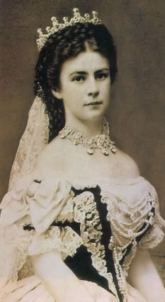 Elisabeta de Wittelsbach, cunoscută mai ales sub numele Sisi, (n. 24 decembrie 1837, München - d. 10 septembrie 1898, Geneva), soția împăratului Franz Joseph al Austriei - foto (Elisabeta, în calitate de Regină a Ungariei-dagherotipie din 1867): ro.wikipedia.org
