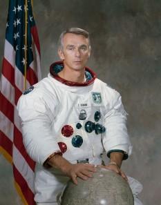 Eugene Andrew Cernan (n. 14 martie 1934), astronaut american, membru al echipajului spațial Apollo 17, al 11-lea om care a pășit pe suprafața Lunii - foto: ro.wikipedia.org