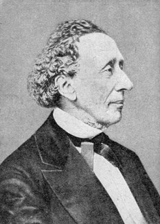 """Hans Christian Andersen (n. 2 aprilie 1805, Odense, Danemarca - d. 4 august 1875, Copenhaga), scriitor și poet danez, celebru pentru basmele sale. Printre cele mai cunoscute povești ale sale se numără """"Crăiasa Zăpezilor"""", """"Mica sirenă"""", """"Hainele cele noi ale împăratului"""" și """"Rățușca cea urâtă"""" - foto:  ro.wikipedia.org"""