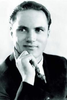 """Ion Luican (n. 29 decembrie 1907, com. Frumușani, jud. Călărași — d. 1 septembrie 1992, com. Frumușani, jud. Călărași), cântăreț român de muzică populară, romanțe și muzică ușoară. Numele artistului este indisolubil legat de """"șlagărul"""" M-a făcut mama oltean - foto: ro.wikipedia.org"""