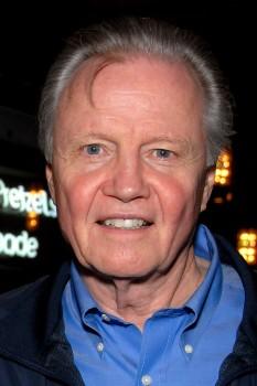 Jon Voight (n. 29 decembrie 1938, Yonkers, New York), actor american. A obținut Premiul Oscar pentru cel mai bun actor în anul 1979 - foto (Jon Voight în Los Angeles în 2011): ro.wikipedia.org