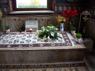 Mormântul Sfântului Nicodim de la Tismana - foto: ro.wikipedia.org