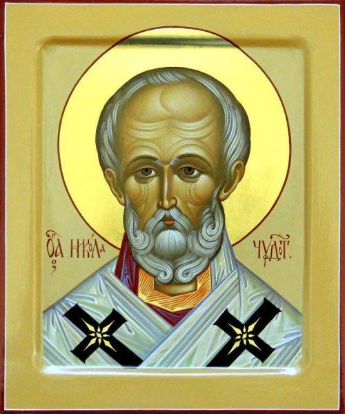 Cel între sfinți Părintele nostru Nicolae al Mirelor Lichiei, făcătorul de minuni a fost arhiepiscop de Mira, în sudul Asiei Mici (Turcia de azi), în secolul al IV-lea. Deși mai puțin cunoscut în Biserica romano-catolică, în Biserica Ortodoxă sfântul Nicolae este unul dintre cei mai iubiți și mai cinstiți sfinți în popor. Sfântul Nicolae este sfânt ocrotitor al multor țări (în special în Grecia și Rusia) și orașe, dar și al celor ce practică diferite meserii, ca de exemplu marinarii. Biserica face prăznuirea Sfântului Nicolae pe 6 decembrie (data adormirii și praznic principal), precum și la 9 mai (mutarea moaștelor sale) și pe 29 iulie (data nașterii sale) - foto: doxologia.ro