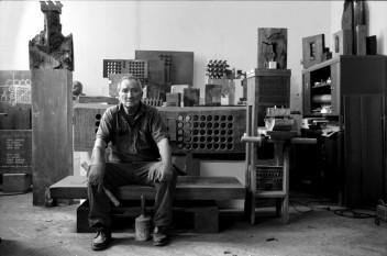 Ovidiu Maitec (n. 13 decembrie 1925, Arad - d. 18 martie 2007, Paris), sculptor român, profesor universitar și membru titular al Academiei Române - foto: artindex.ro