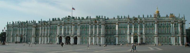 Palatul de iarnă din Sankt Petersburg, Rusia a fost construit între 1754 și 1762 ca reședință de iarnă a țarilor ruși. A fost proiectat de Bartolomeo Rastrelli, în stil baroc, este colorat în verde și alb, are 1.786 de uși și 1.945 de ferestre. A fost reconstruit de împărăteasa Elisabeta  a Rusiei - foto preluat de pe ro.wikipedia.org