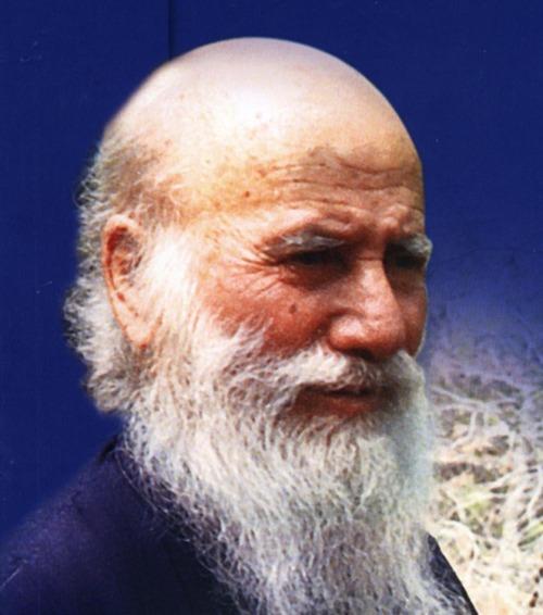 Sfântul Cuviosul Părintele nostru Porfirie Kavsokalivitul (1906-1991) a fost un monah și mare duhovnic grec contemporan de la Muntele Athos. A adormit întru Domnul în Chilia (Coliba) Sfântului Gheorghe de la Schitul Sfintei Treimi din Kavsokalivia de la Muntele Athos, la orele patru și treizeci dimineața, în ziua de 2 decembrie 1991, în al optzeci și șaselea an al vieții sale. Începând cu anul 2013, prăznuirea sa se face în ziua trecerii sale la Domnul, pe 2 decembrie - foto: ro.orthodoxwiki.org