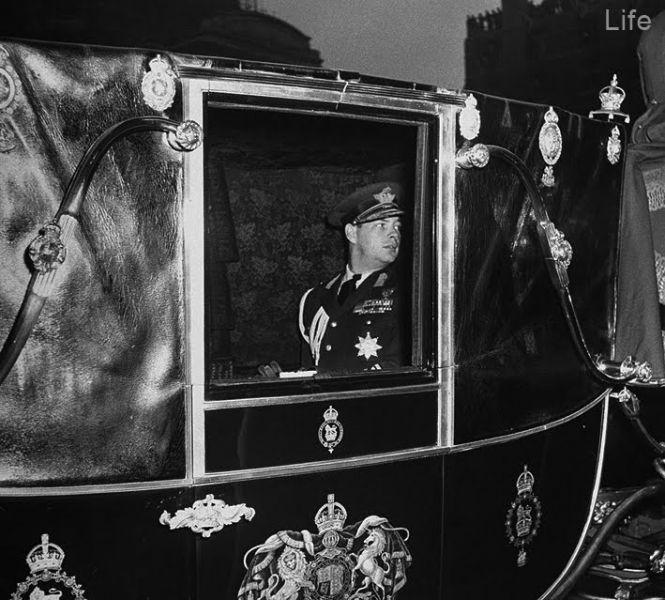 Regele Mihai la Londra, cu ocazia nuntii reginei Elisabeta cu printul Philip (nov 1947) - foto: art-historia.blogspot.ro