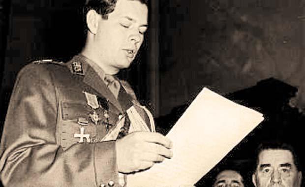 Mihai I (n. 25 octombrie 1921, Sinaia) ultimul rege al României și unul dintre puținii șefi de stat în viață din perioada celui de-al Doilea Război Mondial. A domnit în două rânduri, între 20 iulie 1927 și 8 iunie 1930, precum și între 6 septembrie 1940 și 30 decembrie 1947. Fiu al principelui moștenitor Carol, Mihai a moștenit de la naștere titlurile de principe al României și principe de Hohenzollern-Sigmaringen (la care a renunțat mai târziu) - foto preluat de pe ziuaveche.ro