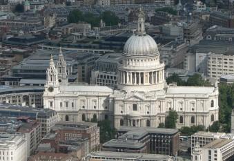 Catedrala Saint Paul (în engleză Saint Paul Cathedral) este o biserică anglicană situată pe colina Ludgate Hill din Londra Marea Britanie. Aceasta este cea mai mare biserică din Londra și a doua cea mai mare din această țară, după Catedrala din Liverpool. Catedrala Sfântul Paul este totodată și lăcașul în care slujește episcopul anglican al Londrei - foto:  ro.wikipedia.org