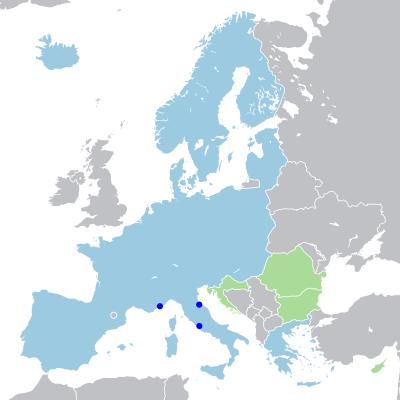 Harta Europei pe care sunt indicate statele spațiului Schengen. Indicate în gri sunt statele din afara acordului, în albastru deschis sunt indicate țările spațiului propriu-zis de liberă circulație. Cu verde sunt indicate țările care implementează aquis-ul Schengen și care sunt în proces de aderare. Deși sunt țări membre ale Uniunii Europene, Regatului Unit și Irlandei li s-a permis să nu implementeze acordul Schengen pe teritoriul lor - foto: ro.wikipedia.org
