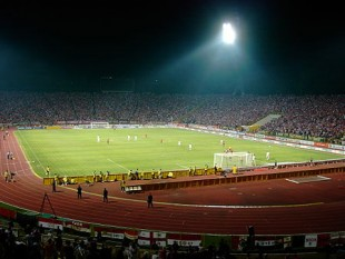 """Stadionul Național """"Lia Manoliu"""" a fost un stadion multi-funcțional din București, România. Stadionul a fost construit în 1953 și a purtat denumirea de Stadionul 23 August până în 1990, când a fost redenumit în Stadionul Național """"Lia Manoliu"""", în cinstea sportivei de performanță Lia Manoliu. Înaintea demolării sale în anul 2007, capacitatea stadionului era de 60.120 de locuri, fiind folosit pentru a găzdui meciuri de fotbal sau rugby, concursuri de atletism sau concerte de muzică pop sau rock. Acesta a fost situat în """"complexul sportiv Lia Manoliu"""" - foto:  ro.wikipedia.org"""