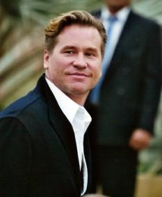 Val Edward Kilmer (n. 31 decembrie 1959), actor american. Original actor de scenă, Kilmer a devenit popular la mijlocul anilor 1980 după apariții în filme de comedie ca Top Secret! (1984), filmul cult Real Genius (1984) sau filme de acțiune cum ar fi Top Gun și Willow - foto (Val Kilmer în mai 2005, la Festivalul Internațional de Film de la Cannes): ro.wikipedia.org