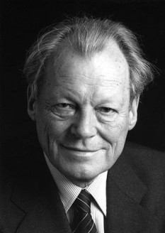 Willy Brandt, născut Herbert Ernst Karl Frahm, (n. 18 decembrie 1913, Lübeck – d. 8 octombrie 1992, Unkel), om politic german. A fost cancelar al Germaniei în perioada 21 octombrie 1969 - 7 mai 1974, din partea SPD - foto:  ro.wikipedia.org