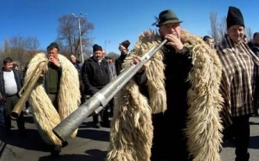 Protestul oierilor pentru suspendarea legii vânătorii - 15 decembrie 2015 - Palatul Parlamentului - foto: facebook.com