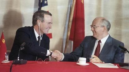 George Bush, președintele SUA, și Mihail Gorbaciov, președinte URSS (Malta 2-3 decembrie 1989) - foto:  home.bt.com